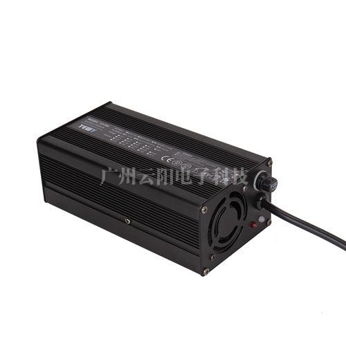 UY360通用型充电器