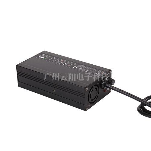 UY240通用型充电器