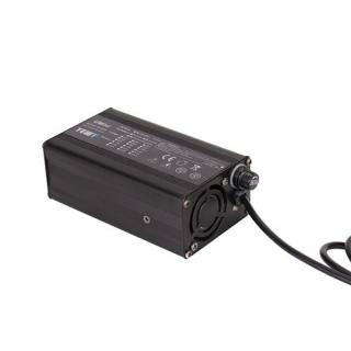 UY120通用型充电器