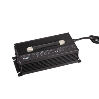 UY1500通用型充电器